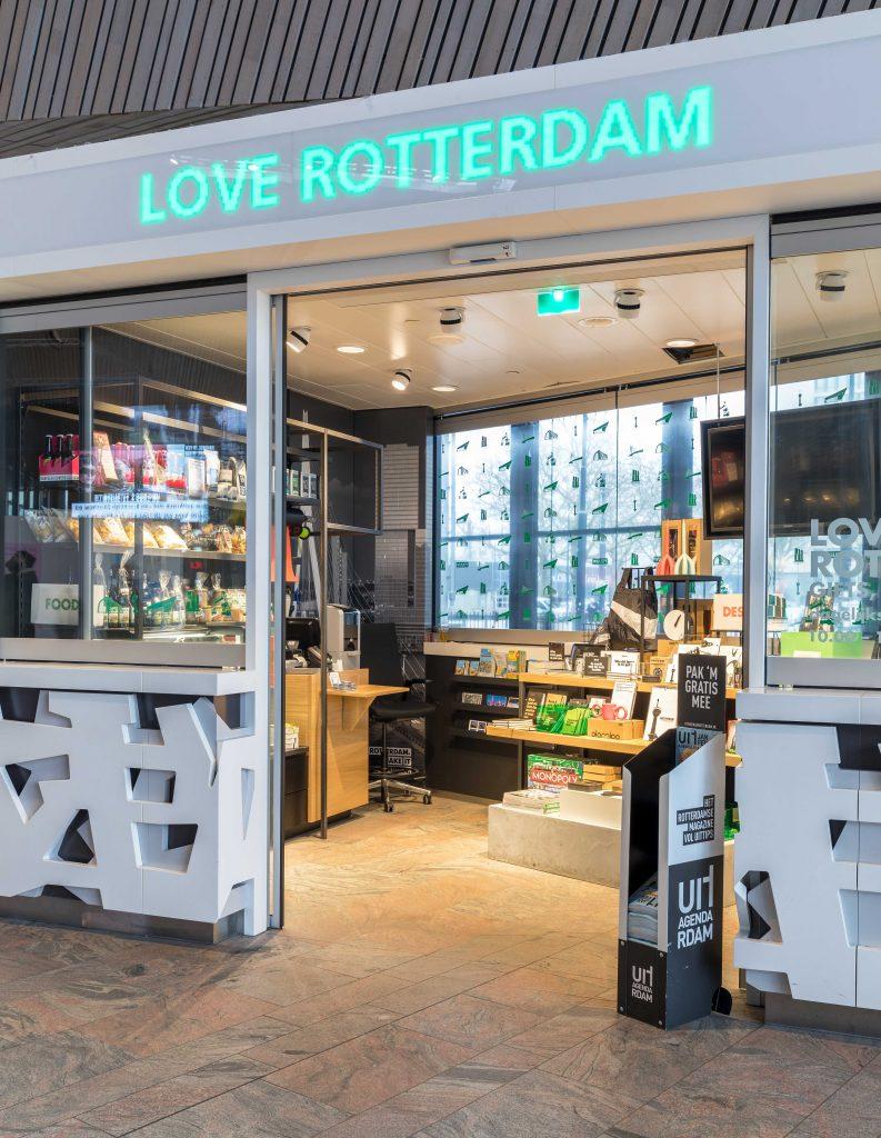 Centraal Station Rotterdam, Love Rotterdam, #loverotterdam, winkelconcept, citymarketing, presentatietafel, visual merchandise